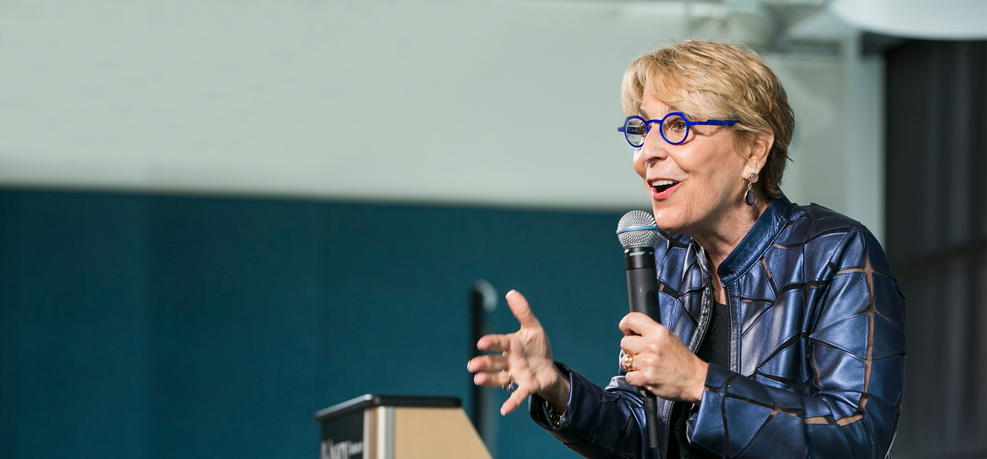 Peggy Klaus speaking at a conference